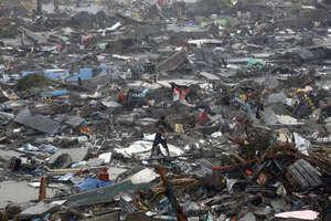 salvaging belongings - REUTERS/Erik De Castro