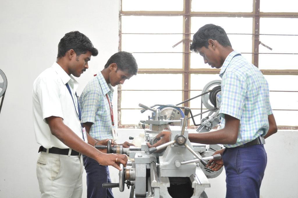 Help   200  poor  students  of Tamil Nadu, India