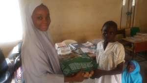 Volunteer distributing ITN