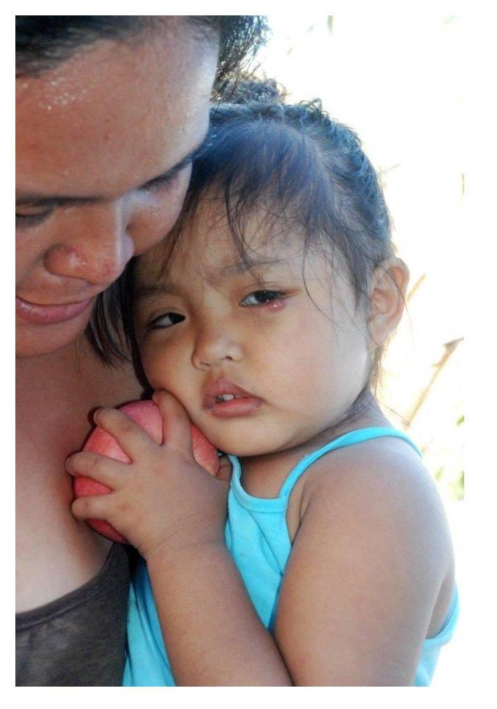 Get 5,000 Poor Filipino Children To Eat Apples