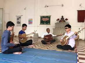 Chapey lesson with blind KCDI students