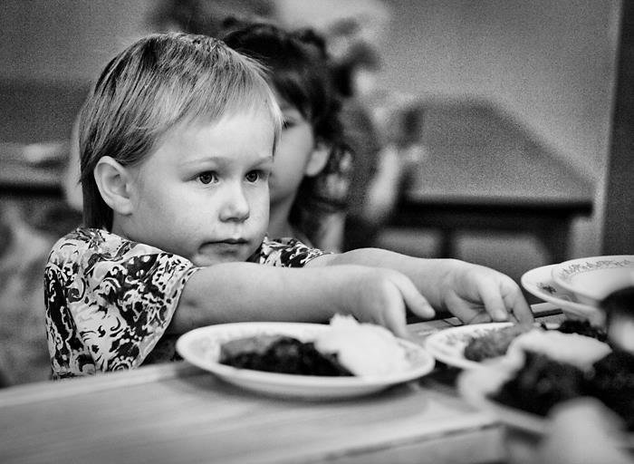 FEED A HUNGRY CHILD (UKRAINE)