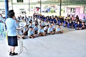 Volunteer encouraging the children