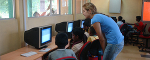 Students using computers at Horizon Lanka