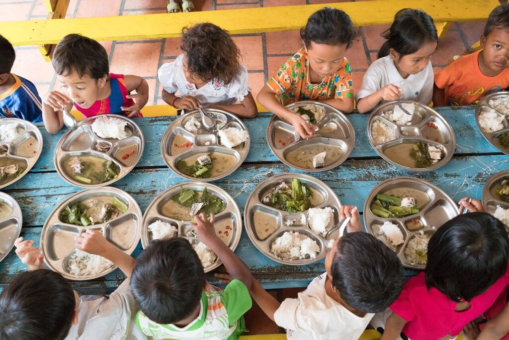 Hot lunches for 500 Cambodian children and youth