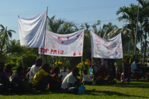 Clan protests in front of Madang Archdiocese