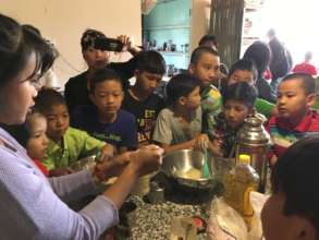 Aye Aung making cakes with Green School students