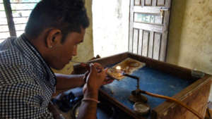 Homnath working in a jewelry shop.