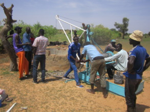Rehabilitating a well using a hand-powered winch