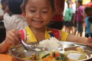 Providing nutritious hot meals