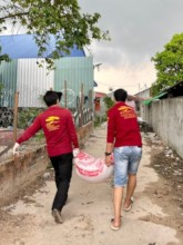 Distributing food supplies in the community