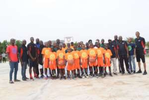 Group picture of kids and Timeout4Africa staff.