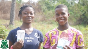 4-H Club Members with SPI Seed Packets