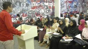 Amin Gulgee addressing class