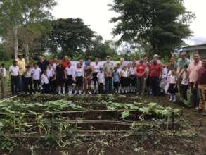 La Betania gardeners and delegates