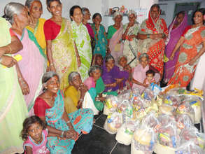 poor older person in kurnool getting food support