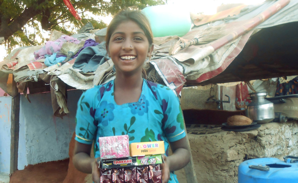 Provide Gift & food to 700 Street Children
