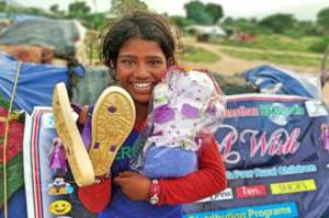 Provide Gift & food to 700 Street Children