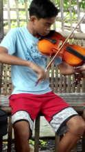 Jomari, a promising violinist