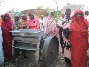 Women farmers with the oil miller