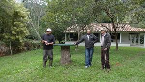 Mr. Gabriel, manager, Julio Cesar, builder and me