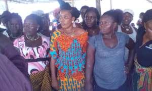 Sierra Leonean women trained on microloans.