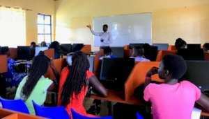 WISER alumni in their digital literacy course