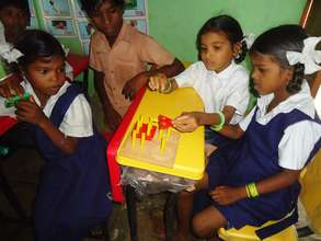 Children learn to play Shape puzzles