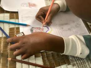 Crafts for Cure use art as therapy for children