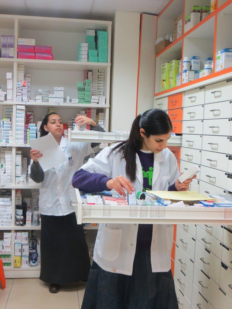 Haverim: Distributing free medication in Israel