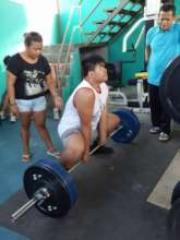 Blind Powerlifter training for the deadlift