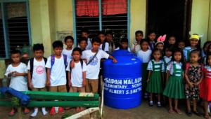 Students around AAI sponsored water tank