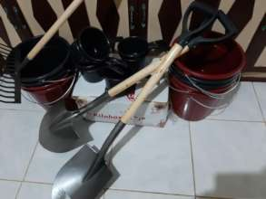 AAI buys schoolgarden tools, seeds and water pails
