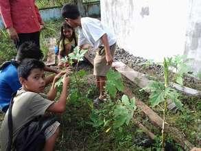 Gardeners at Kasambuhan ES, Sulu