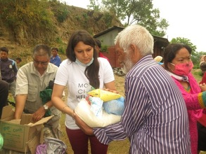 Accountability Lab distributing relief materials