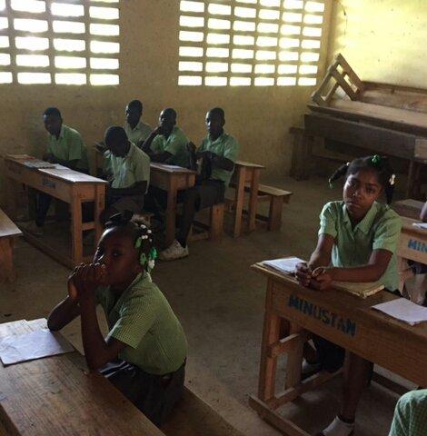 Textbooks for 851 primary school children in Haiti