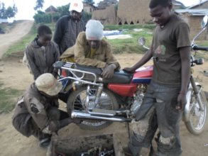 A CRC staff member leads a mechanics course