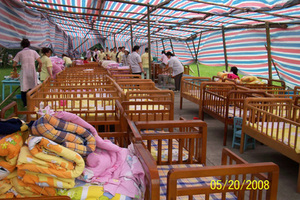 Chengdu: As aftershocks continue, the orphanage decided to take