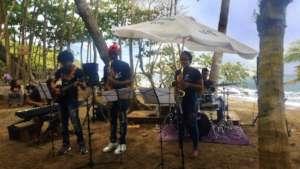 Students playing at Natura Cabana