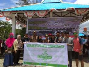 Jayapura Indonesia Green Mapmakers clean the beach