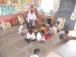 Para teacher teaches children