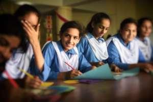 Art for 3200 schoolgirls in Pakistan