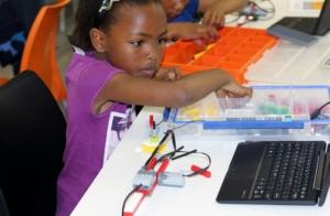 Chantel building a robot