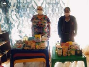 Food donations to Rooikappie Educare