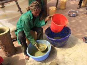 Making Moringa powder