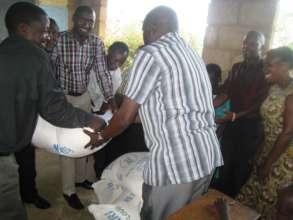 school teachers receive food support