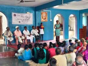Rajeshwari addressing community members