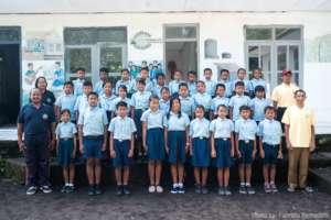 Students & teachers infront of Pengalusan School