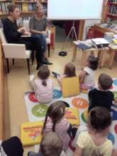 reading in Austrian Sign language