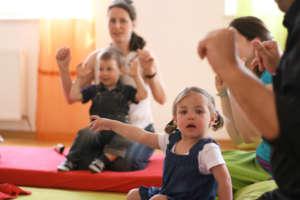 Educate deaf families/children in Vienna